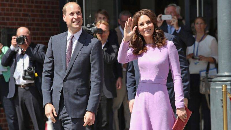 HAMBURG, GERMANY - JULY 21:  Prince William, Duke of Cambridge and Catherine, Duchess of Cambridge depart after a visit to the Maritime Museum to celebrate the joint UK-German year of science, which for 2017 is focused on oceans, during an official visit to Poland and Germany on July 21, 2017 in Hamburg, Germany.  (Photo by Chris Jackson - Pool/Getty Images)