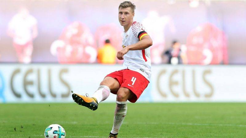 LEIPZIG, GERMANY - AUGUST 27: Willi Orban of Leipzig passes the ball during the Bundesliga match between RB Leipzig and Sport-Club Freiburg at Red Bull Arena on August 27, 2017 in Leipzig, Germany. (Photo by Ronny Hartmann/Bongarts/Getty Images)