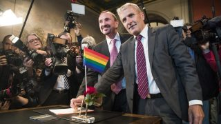Bode Mende (R) and Karl Kreile stamp their marriage certificate as they  became Germany's first gay couple to be legally married tying the knot at the Schoeneberg town hall in Berlin on October 1, 2017.. Germany celebrates its first gay marriages as same-sex unions become legal after decades of struggle. Local authorities rushed to get weddings underway as soon as possible, after lawmakers voted on June 30th to give Germany's roughly 94,000 same-sex couples the right to marry.  / AFP PHOTO / Odd ANDERSEN