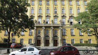Budapest, 2016. június 10. A Budai Ciszterci Szent Imre Gimnázium épülete a fõváros XI. kerületében, a Villányi úton. MTVA/Bizományosi: Róka László  *************************** Kedves Felhasználó! Ez a fotó nem a Duna Médiaszolgáltató Zrt./MTI által készített és kiadott fényképfelvétel, így harmadik személy által támasztott bárminemû – különösen szerzõi jogi, szomszédos jogi és személyiségi jogi – igényért a fotó készítõje közvetlenül maga áll helyt, az MTVA felelõssége e körben kizárt. *** Local Caption *** A Budai Arborétum az ország egyik leggazdagabb arborétuma övezi a kertészeti felsõoktatás fellegvárának keretet adó Szent István Egyetem budai campusának épületegyüttesét. Az arborétum a Gellért-hegy déli lábánál terül el, a Villányi út–Szüret utca–Somlói út között. Területét a Ménesi út két, korban és jellegben elváló részre osztja: az Alsó és a Felsõ Kertre.