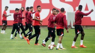 Peruvian national team footballers take part in a training session in Lima on October 8, 2017 ahead of their FIFA 2018 World Cup South American qualifier against Colombia, on October 10. / AFP PHOTO / Ernesto BENAVIDES