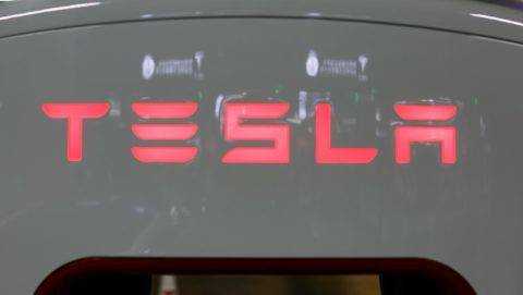 A Tesla logo is seen at a charging station inside a mall in Shanghai on October 23, 2017.  Tesla has reached an agreement with Shanghai authorities that would make it the first foreign automaker to build its own plant in China, putting it in the driver's seat in the world's biggest electric-vehicle market, the Wall Street Journal reported. / AFP PHOTO / CHANDAN KHANNA