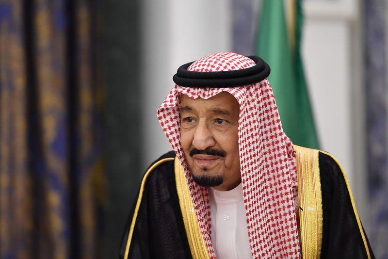 Saudi's King Salman bin Abdulaziz al-Saud waits for Lebanon's Christian Maronite patriarch prior to their meeting on November 14, 2017, in Riyadh. / AFP PHOTO