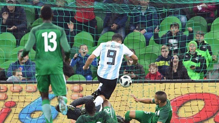 Argentina's Sergio Aguero scores the team's second goal during an international friendly football match between Argentina and Nigeria in Krasnodar on November 14, 2017. / AFP PHOTO / Mladen ANTONOV