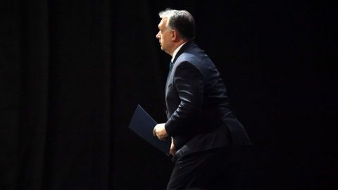 Hungarian Prime Minister Viktor Orban steps on the podium to give a speech during an economic forum attended by 15 central and eastern European leaders as well as the Chinese Premier as a guest on November 27, 2017 in Budapest. / AFP PHOTO / ATTILA KISBENEDEK