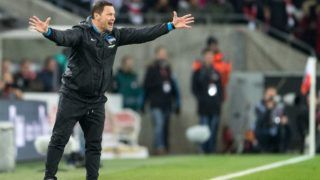 Hertha's coach Pal Dardai reacts during the German Bundesliga soccer match between 1. FC Cologne and Hertha BSC in Cologne, Germany, 26 November 2017.  (EMBARGO CONDITIONS - ATTENTION: Due to the accreditation guidlines, the DFL only permits the publication and utilisation of up to 15 pictures per match on the internet and in online media during the match.) Photo: Marius Becker/dpa