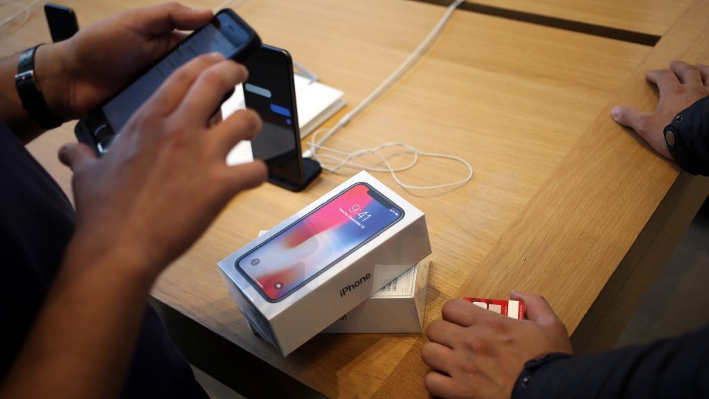 NEW YORK, USA - NOVEMBER 3: Apple's New iPhone X goes on sale at an Apple Store to buy Apple's New iPhone X in Manhattan, New York in Manhattan of New York, United States on November 3, 2017. Mohammed Elshamy / Anadolu Agency