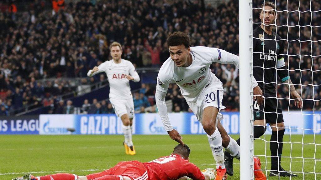 Tottenham Hotspur's English midfielder Dele Alli (C) celebrates after scoring during the UEFA Champions League Group H football match between Tottenham Hotspur and Real Madrid at Wembley Stadium in London, on November 1, 2017.  / AFP PHOTO / Adrian DENNIS