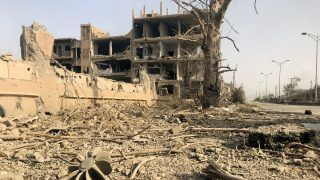 A picture shows the damage in the eastern Syrian city of Deir Ezzor during a military operation by government forces against Islamic State (IS) group jihadists on November 4, 2017. The previous day, Russian-backed Syrian regime forces took full control of Deir Ezzor, which was the last city where IS still had a presence after being expelled from Hawija and Raqa last month. / AFP PHOTO / STRINGER