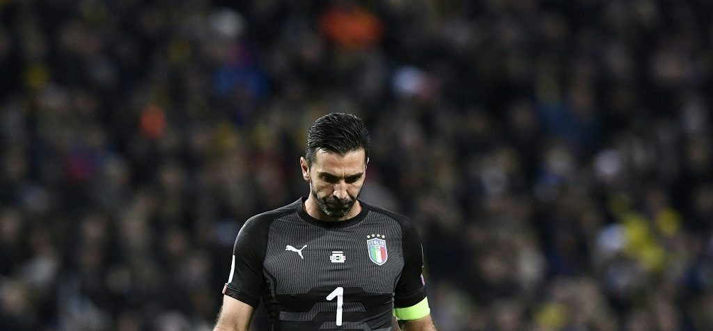 Italy's goalkeeper Gianluigi Buffon reacts during the FIFA World Cup 2018 qualification football match between Sweden and Italy in Solna,Sweden on November 10, 2017. / AFP PHOTO / Jonathan NACKSTRAND