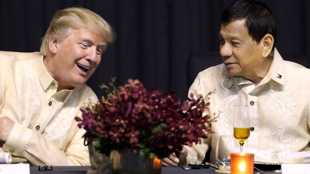 US President Donald Trump (L) speaks with Philippines President Rodrigo Duterte during a special gala celebration dinner for the Association of Southeast Asian Nations (ASEAN) in Manila on November 12, 2017. World leaders arrive in the Philippines' capital for two days of summits beginning on November 13.  / AFP PHOTO / POOL / ATHIT PERAWONGMETHA