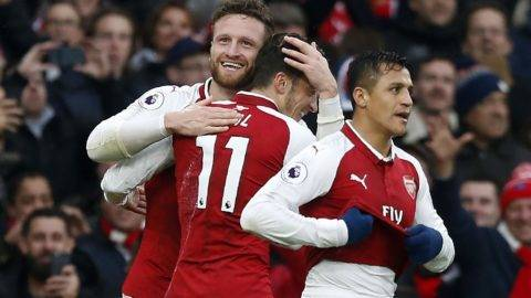 Arsenal's German defender Shkodran Mustafi (L) celebrates scoring the team's first goal with Arsenal's Chilean striker Alexis Sanchez and Arsenal's German midfielder Mesut Ozil (C) as during the English Premier League football match between Arsenal and Tottenham Hotspur at the Emirates Stadium in London on November 18, 2017.  / AFP PHOTO / IKIMAGES / Ian KINGTON / RESTRICTED TO EDITORIAL USE. No use with unauthorized audio, video, data, fixture lists, club/league logos or 'live' services. Online in-match use limited to 45 images, no video emulation. No use in betting, games or single club/league/player publications.  /