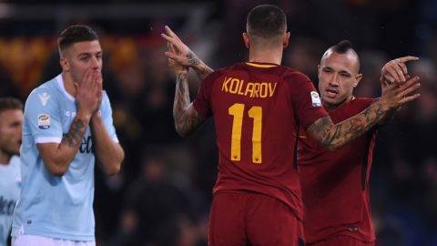 Roma's Belgian midfielder Radja Nainggolan and Roma's Croatian defender Aleksandar Kolarov celebrate after scoring as Lazio's midfielder from Serbia Sergej Milinkovic-Savic reacts during the Italian Serie A football match AS Roma vs Lazio on November 18, 2017 at the Olympic stadium in Rome.  / AFP PHOTO / Filippo MONTEFORTE