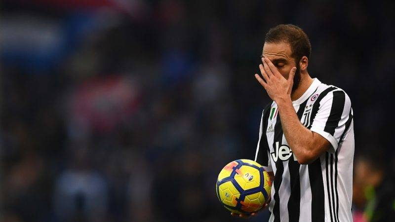 Juventus' forward Gonzalo Higuain from Argentina reacts during the Italian Serie A football match Sampdoria Vs Juventus on November 19, 2017 at the 'Luigi Ferraris' Stadium in Genoa. / AFP PHOTO / MARCO BERTORELLO