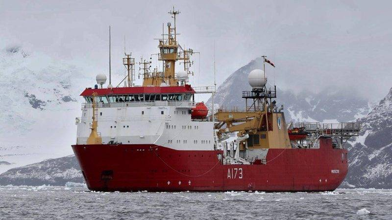 "Undated picture released by the UK Royal Navy on November 20, 2017 of UK's HMS Protector -an ice patrol ship, equipped with sonar equipment which can search beneath the waves- which has already arrived in the South Atlantic Ocean to help in the search of Argentine submarine ARA San Juan, reported missing since November 15, 2017.  Argentina's navy revealed Monday that a submarine missing for five days reported a mechanical breakdown in its final communication, and that weekend signals did not come from the vessel, dimming hopes for its 44 crew members. / AFP PHOTO / UK ROYAL NAVY / HO / RESTRICTED TO EDITORIAL USE - MANDATORY CREDIT ""AFP PHOTO / UK ROYAL NAVY "" - NO MARKETING - NO ADVERTISING CAMPAIGNS - DISTRIBUTED AS A SERVICE TO CLIENTS"