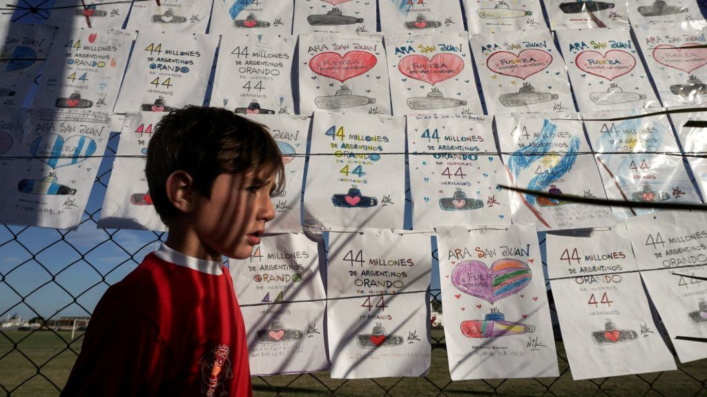 View of supportive messages for the 44 crew members of Argentine missing submarine hanging outside Argentina's Navy base in Mar del Plata, on the Atlantic coast south of Buenos Aires, on November 22, 2017. The clock ticked down on hopes of finding alive the 44 crew members of an Argentine submarine missing for a week despite a massive search of surface and seabed, amid fears their oxygen had run out. Argentina's navy said Wednesday it is investigating a noise detected in the South Atlantic hours after it last communicated with the San Juan on November 15, 30 miles (48 kilometers) north of its last known position.  / AFP PHOTO / EITAN ABRAMOVICH