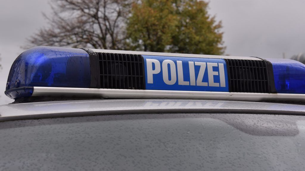 """AGerman police vehicle with the lettering """"POLIZEI""""in Huerth, Germany, 8 October 2017.  - NO WIRE SERVICE - Photo: Horst Galuschka/dpa"""
