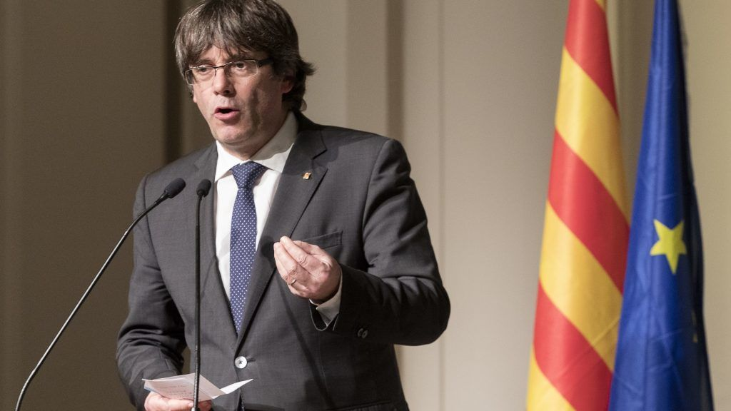 Brussesl, Belgium - November 7, 2017: Dismissed Catalan President Carles Puigdemont i Casamajó delivers a speech during a meeting with 200 Catalan mayors.- NO WIRE SERVICE - Photo: Thierry Monasse/dpa - NO WIRE SERVICE - Photo: Thierry Monasse/dpa