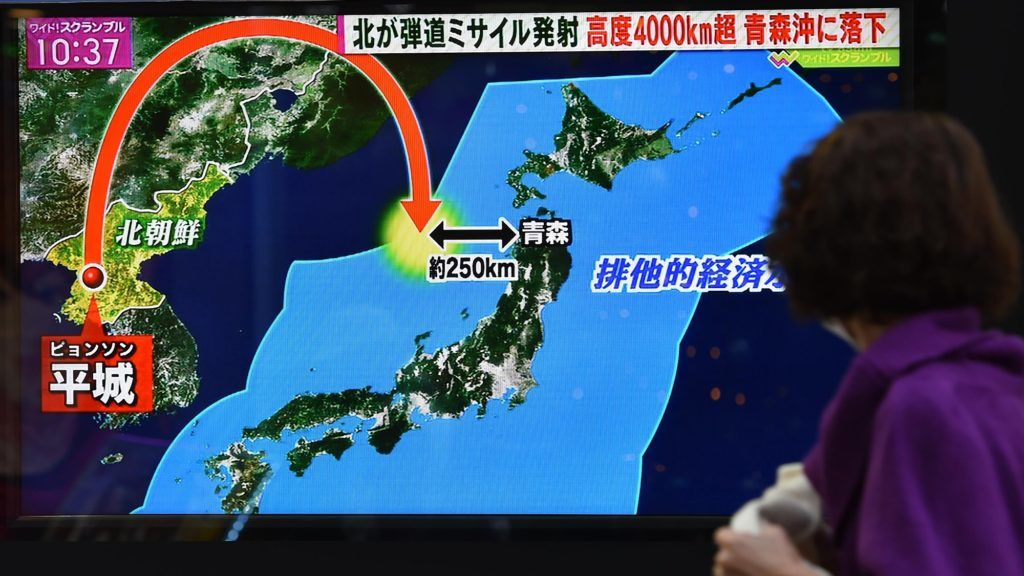 A TV screen on the street broadcasts the news of North Korea's intercontinental ballistic missile (ICBM) in Tokyo on Nov. 29, 2017. Japanese Defense Minister Itsunori Onodera said it flew for 53 minutes, higher than 4,000 kilometers and landed in Japan's EEZ. ( The Yomiuri Shimbun )