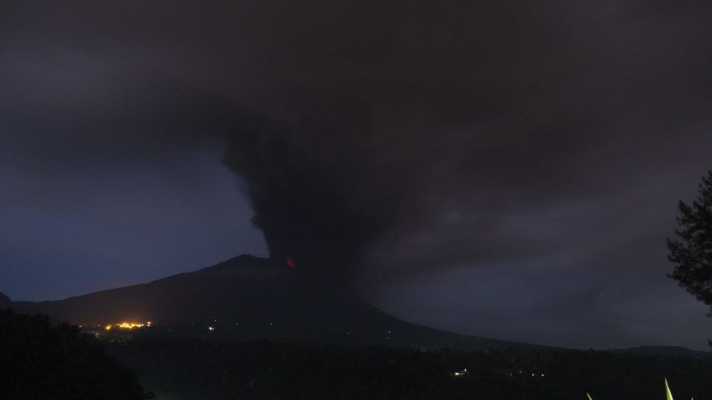 BALI, INDONESIA - NOVEMBER 26: Smoke rises from Mount Agung in Rendang village of Karangasem regency, 7 kilometers from the erupted Mount Agung in Bali, Indonesia on November 26, 2017. Mount Agung still erupt and spew ash, sand, rock and gas to the sky. Mount Agung last fatal eruption was on 1963, which caused more than 1.500 casualties.  Mahendra Moonstar / Anadolu Agency