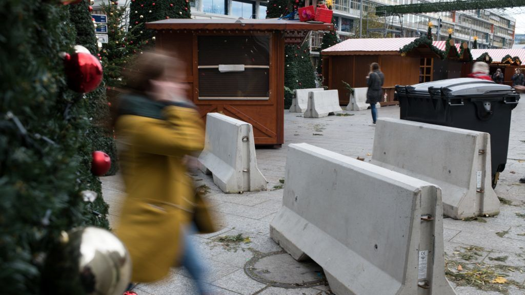 Heavy concrete blocks mark the entrance to the Christmas market at the Kaiser Wilhelm Memorial Church in Berlin, Germany, 24 November 2017. Around one year after the Islamist terror attack, in which 12 people died and more than 70 were injured, the stands of the traders open again on 27 November 2017 at the Breidtscheid square. Photo: Bernd von Jutrczenka/dpa