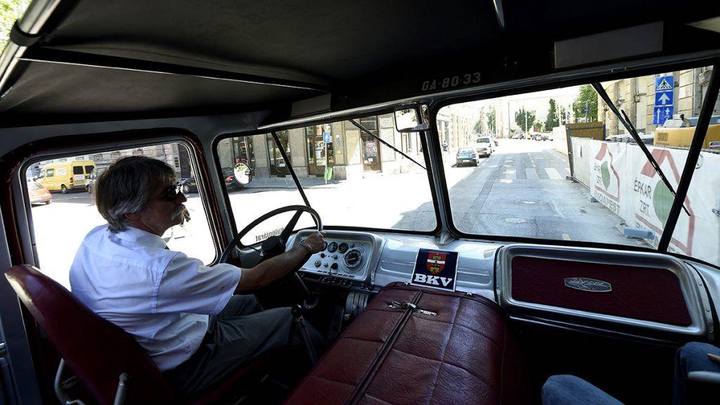 Budapest, 2017. június 8.A BKV nosztalgiaflottájának legújabb autóbusza, az Ikarus 630 Cabrio (b) Budapesten 2017. június 8-án.MTI Fotó: Bruzák Noémi