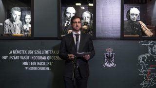 """Budapest, 2017. november 7. Gulyás Gergely, a Fidesz frakcióvezetõje beszédet mond Az akció fedõneve: Lenin - Német pénzzel Oroszország ellen címû kiállítás megnyitóján a Terror Háza Múzeumban 2017. november 7-én. A tárlat Lenin és a """"nagy októberi szocialista forradalom"""" mítoszát kívánja lerombolni. MTI Fotó: Szigetváry Zsolt"""