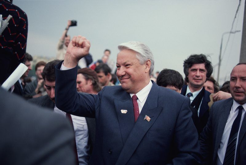 Boris Yeltsin visiting Gorky Park World War II veterans memorial on VE Day. (Photo by Shepard Sherbell/Corbis via Getty Images)