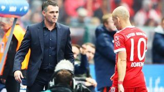 BERLIN, GERMANY - OCTOBER 01:  Willy Sagnol head coach of Bayern Munich substitutes Arjen Robben of Bayern Munich during the Bundesliga match between Hertha BSC and FC Bayern Muenchen at Olympiastadion on October 1, 2017 in Berlin, Germany.  (Photo by Martin Rose/Bongarts/Getty Images)