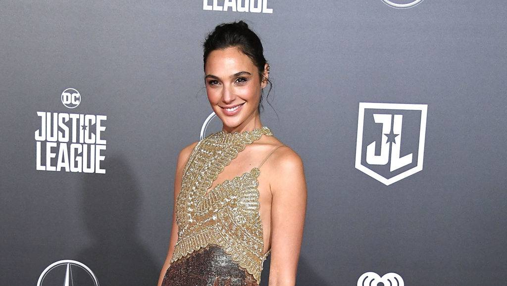 """HOLLYWOOD, CA - NOVEMBER 13:  Gal Gadot arrives at the Premiere Of Warner Bros. Pictures' """"Justice League""""  at Dolby Theatre on November 13, 2017 in Hollywood, California.  (Photo by Steve Granitz/WireImage)"""