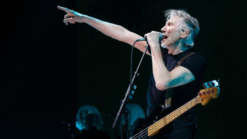 VANCOUVER, BC - OCTOBER 28:  Roger Waters performs on stage during the 'US + THEM' tour at Rogers Arena on October 28, 2017 in Vancouver, Canada.  (Photo by Andrew Chin/Getty Images)