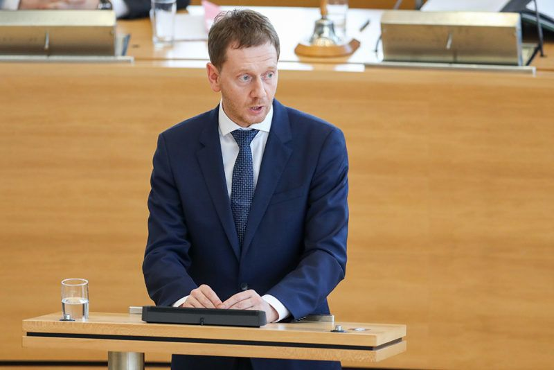 The new Saxony State premier Michael Kretschmer (CDU) delivers after his election at the State Parliament (Landtag) on December 13, 2017 in Dresden, eastern Germany. His predecessor Stanislaw Tillich, 58, had unexpectedly announced on October 18, 2017 that he was stepping down to make way for a younger generation. The move had come after his party was narrowly beaten in the eastern state by the far-right, anti-Islam Alternative for Germany (AfD).  / AFP PHOTO / dpa / Jan Woitas / Germany OUT