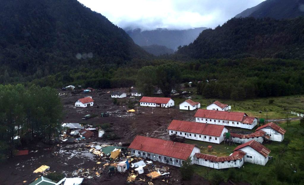 "This handout photo released by Rescate Chaiten shows part of the town of Villa Santa Lucia near Chaiten in southern Chile that was devastated by a landslide that left five dead and 15 missing on December 16, 2017, after flooding destroyed part of the town following heavy rains. / AFP PHOTO / RESCATE CHAITEN / HO / RESTRICTED TO EDITORIAL USE-MANDATORY CREDIT ""AFP PHOTO/RESCATE CHAITEN/HO"" NO MARKETING NO ADVERTISING CAMPAIGNS-DISTRIBUTED AS A SERVICE TO CLIENTS-GETTY OUT"