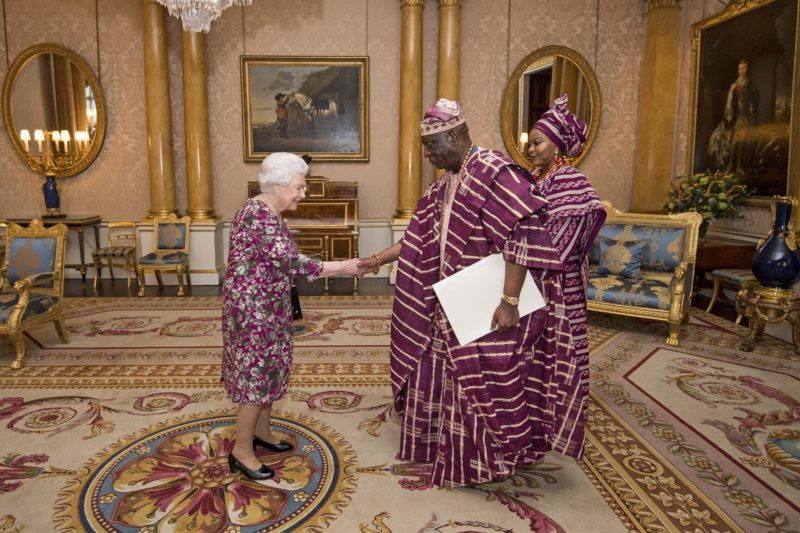 Britain's Queen Elizabeth II (L) greets Nigerian High Commissioner George Adesola Oguntade (C) and his wife Mrs Oguntade (R) as he presents his Letter of Credence during an audience at Buckingham Palace in central London on December 6, 2017.  / AFP PHOTO / POOL / Victoria Jones