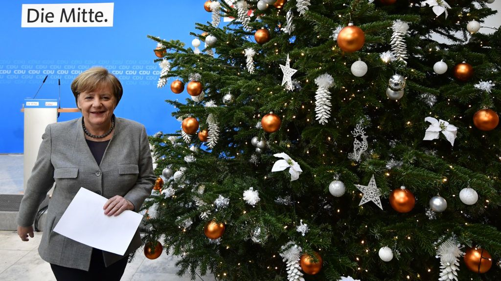 German Chancellor and head of the Christian Democratic Union party (CDU) Angela Merkel walks past a Christmas tree as she leaves after a press conference after a leadership meeting of her party in Berlin on December 18, 2017. / AFP PHOTO / Tobias SCHWARZ