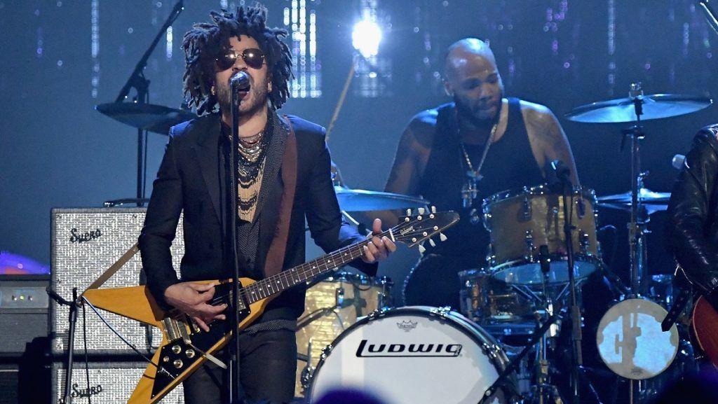 NEW YORK, NY - APRIL 07: Musician Lenny Kravitz plays a tribute to 2004 inductee Prince onstage at the 32nd Annual Rock & Roll Hall Of Fame Induction Ceremony at Barclays Center on April 7, 2017 in New York City. The event will broadcast on HBO Saturday, April 29, 2017 at 8:00 pm ET/PT   Mike Coppola/Getty Images/AFP