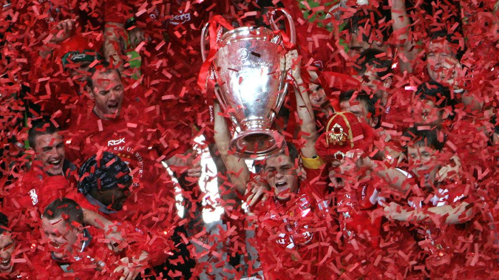 Liverpool's captain Steven Gerrard holds the throphy surrounded by teammates at the end of the UEFA Champions league football final AC Milan vs Liverpool, 25 May 2005 at the Ataturk Stadium in Istanbul.  Liverpool won 3-2 on penalties.    AFP PHOTO FRANCOIS MARIT / AFP PHOTO / FRANCOIS MARIT