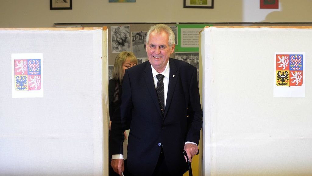 Czech President Milos Zeman and his wife Ivana cast their ballots at a polling station during the first day of voting in the Czech elections on October 20, 2017 in Prague, Czech Republic.