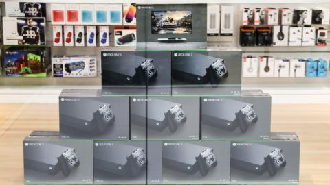 Overview of the Xbox One X, a Microsoft-produced video game console, and started a vendor to the public last Nov. 6. Photo taken at the Microsoft store on 5 avenue in Manhattan New York. (Photo: Vanessa Carvalho / Brazil Photo Press)