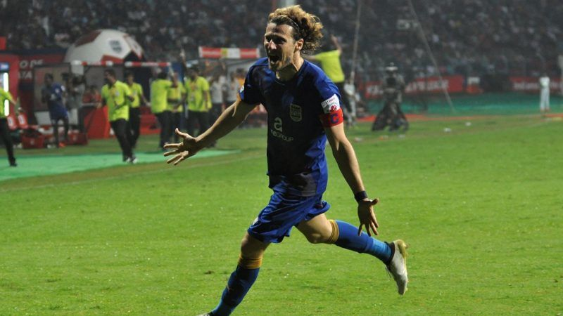 Mumbai City FC player Diego Forlan Corazzo celebrates after scoring during the Indian Super League football match between Atletico de Kolkata and Mumbai City FC in Kolkata on October 25, 2016. ----IMAGE RESTRICTED TO EDITORIAL USE - STRICTLY NO COMMERCIAL USE--- / AFP PHOTO / STR / RESTRICTED TO EDITORIAL USE IMAGE STRICTLY FOR EDITORIAL USE - STRICTLY NO COMMERCIAL USE -