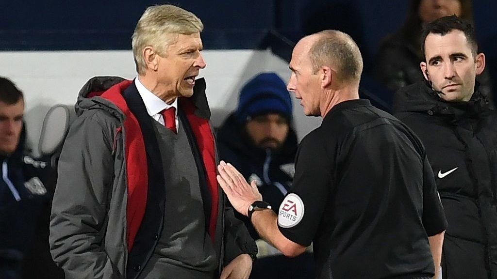Arsenal's French manager Arsene Wenger (L) has words with English referee Mike Dean during the English Premier League football match between West Bromwich Albion and Arsenal at The Hawthorns stadium in West Bromwich, central England, on December 31, 2017.  / AFP PHOTO / Paul ELLIS / RESTRICTED TO EDITORIAL USE. No use with unauthorized audio, video, data, fixture lists, club/league logos or 'live' services. Online in-match use limited to 75 images, no video emulation. No use in betting, games or single club/league/player publications.  /