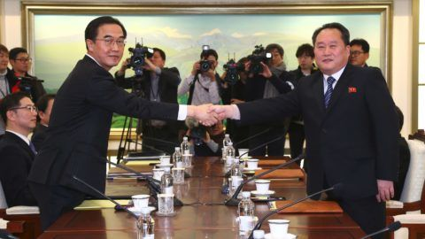 South Korea Unification Minister Cho Myung-Gyun (L) shakes hands with North Korean chief delegate Ri Son-Gwon (R) during their meeting at the border truce village of Panmunjom in the Demilitarized Zone (DMZ) dividing the two Koreas on January 9, 2018. North and South Korea began their first official talks in more than two years on January 9, focussing on the forthcoming Winter Olympics after months of tensions over Pyongyang's nuclear weapons programme. / AFP PHOTO / KOREA POOL / KOREA POOL / South Korea OUT