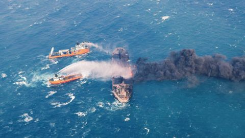 """This handout picture taken on January 10 and released on January 11, 2018 by Transport Ministry of China shows a Chinese offshore supply ship """"Shen Qian Hao"""" (top L) spraying foam on the burning oil tanker """"Sanchi"""" (R) at sea off the coast of eastern China. Chinese authorities battling a blaze aboard an Iranian oil tanker, said on January 10 no major spill has been detected, but an explosion had forced firefighting vessels temporarily to suspend work. / AFP PHOTO / TRANSPORT MINISTRY OF CHINA / - / RESTRICTED TO EDITORIAL USE - MANDATORY CREDIT """"AFP PHOTO / Transport Ministry of China"""" - NO MARKETING NO ADVERTISING CAMPAIGNS - DISTRIBUTED AS A SERVICE TO CLIENTS"""