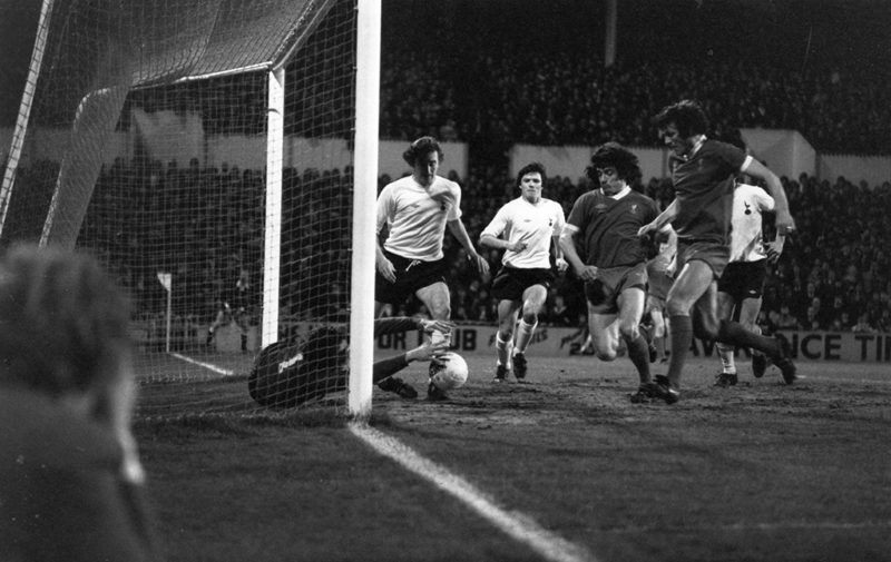 10th March 1977:  Liverpool football players, Kevin Keegan and John Toshack, attacking the Tottenham Hotspur goal.  (Photo by Evening Standard/Getty Images)