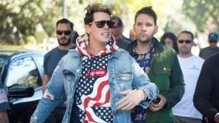 Conservative commentator Milo Yiannopoulos is escorted to the University of California, Berkeley campus where he is expected to speak to dozens of supporters on September 24, 2017. Although a student group cancelled plans for Free Speech Week, Yiannopoulos was able to speak on campus surrounded by a heavy police presence.   / AFP PHOTO / Josh Edelson