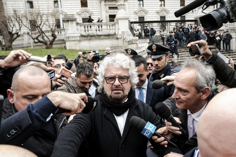Five Star Movement (M5S) founder Beppe Grillo (C) leaves the Interior Ministry on January 19, 2018 after the registration of the logo for the upcoming general elections to be held on March 4, 2018.  / AFP PHOTO / ANDREAS SOLARO