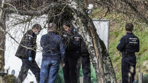 Forensics gendarmes perform a search in a garden shed along a road near Domessin, on February 14, 2018, as part of the transport of 34-year-old former military dog handler  Nordahl Lelandais to the place where eight-year-old girl Maelys de Araujo was seen for the last time.  Nordahl Lelandais is charged for the abduction and murder in August 2017 of Maelys de Araujo who disappeared from a wedding only a half-hour drive from Chambery. Nordahl Lelandais was charged on December 21, 2018 with killing a hitchhiking soldier in April. / AFP PHOTO / PHILIPPE DESMAZES