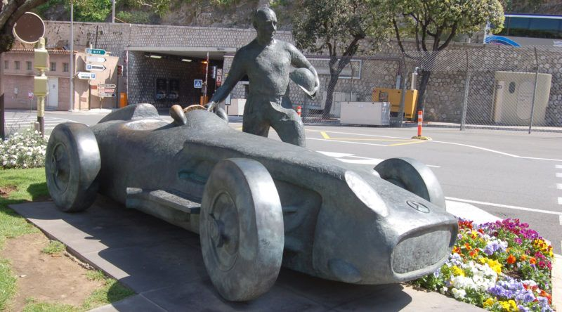 (dpa file) - The picture shows the monument for the race driver Juan Manuel Fangio in the principality of Monaco, April 2006. Photo: Uwe Gerig