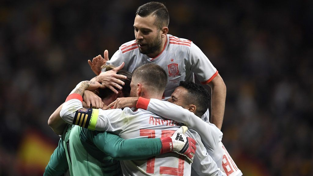 Spain's players celebrate a goal during a friendly football match between Spain and Argentina at the Wanda Metropolitano Stadium in Madrid on March 27, 2018. / AFP PHOTO / GABRIEL BOUYS