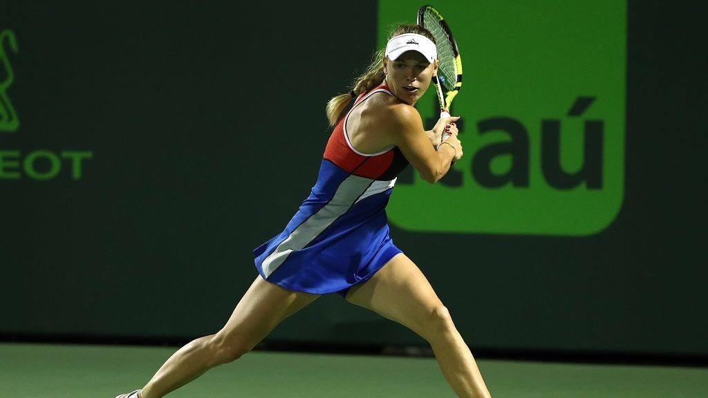 KEY BISCAYNE, FL - MARCH 23: Caroline Wozniaki of Denmark plays a shot against Monica Puig of Puerto Rico during Day 5 of the Miami Open at the Crandon Park Tennis Center on March 23, 2018 in Key Biscayne, Florida.   Al Bello/Getty Images/AFP